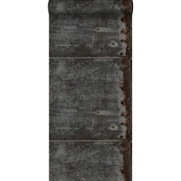 behang metalen platen zwart en roest bruin