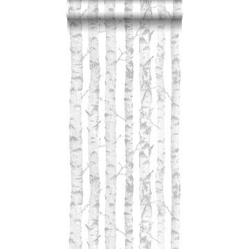 behang berken boomstammen zilver en wit