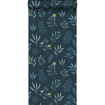 behang bloemmotief in Scandinavische stijl donkerblauw en okergeel