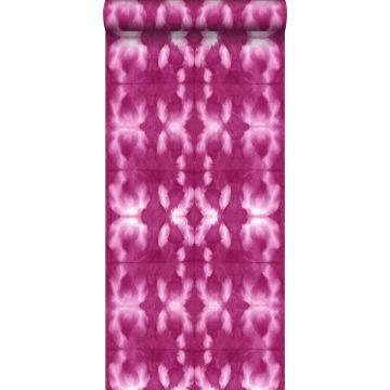 behang tie-dye shibori motief intens fuchsia roze